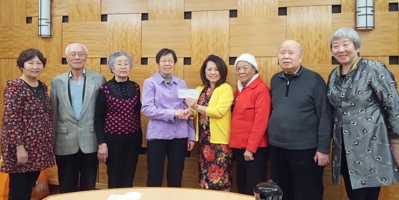 孟尝安老院喜获华人长春会捐万元善款